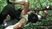 Amatorka MILF daje dupska w lesie