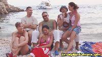 Amatorzy zabawiają się na plaży