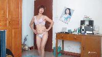 Chińska pokojówka tańczy przed szefem