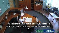 Asystentka pana doktora daje dupy na biurku