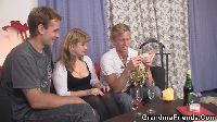 Mamusia połyka spermę
