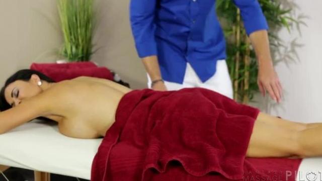 Erotyczny masaż piersi