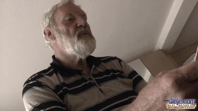 Dziadek pierdoli wnuczkę