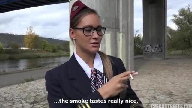 Czeska stewardessa kocha pieniądze
