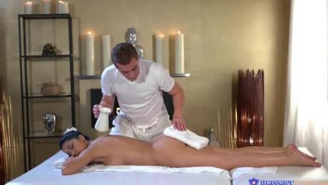 Napalony masażysta