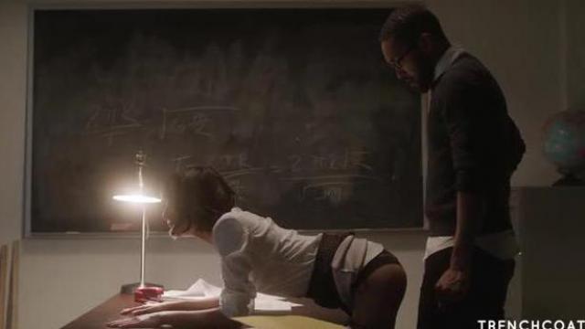 Janice Griffith dominuje nad nauczycielem