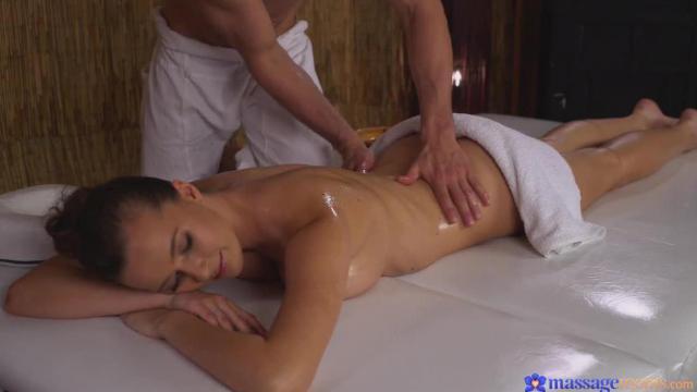 Creampie po sensualnym masażu