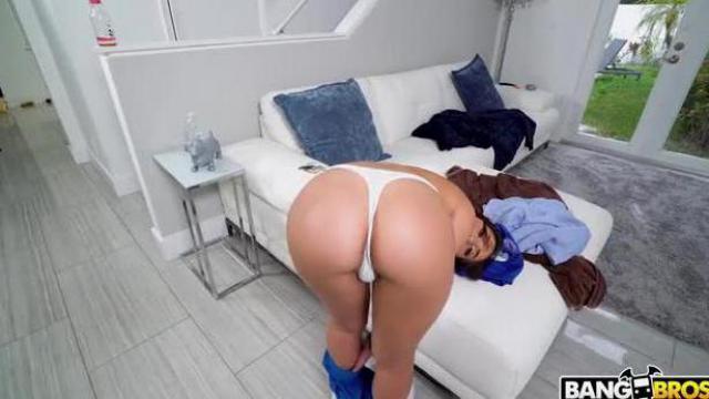 Naga pokojówka