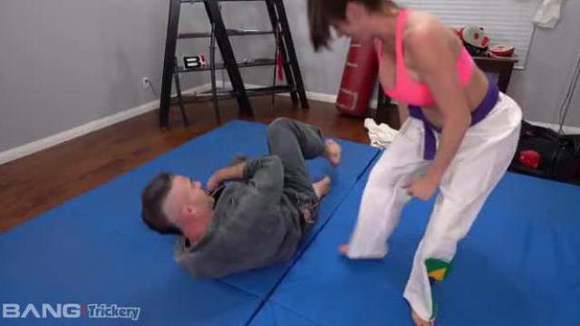 Karate w wykonaniu mamuśki