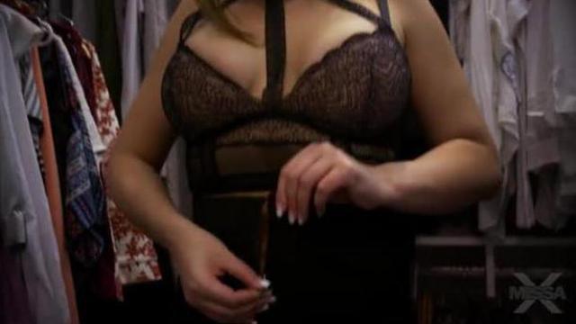 Nicole w czarnych pończochach